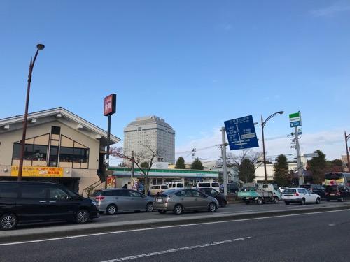 ホテルルートイン新潟県庁南から眺めた新潟県庁の庁舎(朝の様子)