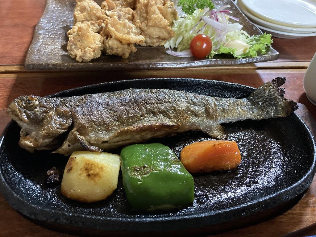 竹山荘の山菜定食の焼き魚(塩焼)
