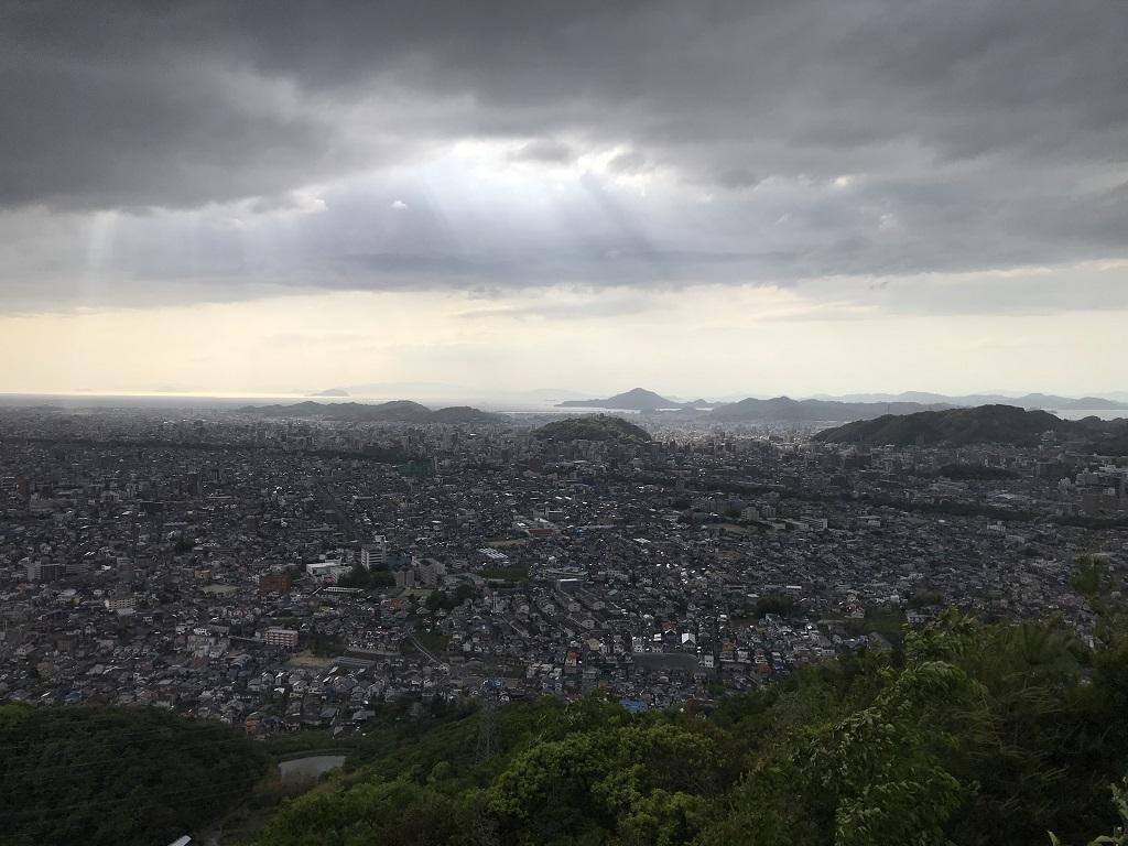 淡路ヶ峠 展望台・展望デッキからの眺め。松山城
